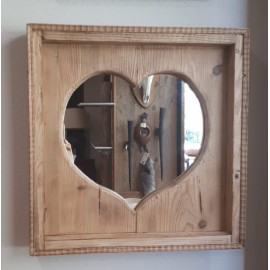 Spiegel im Herzaltholzrahmen